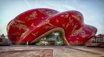Il nuovo teatro cinese che sembra coperto di seta